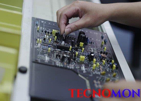 Linha de montagem de placas eletrônicas